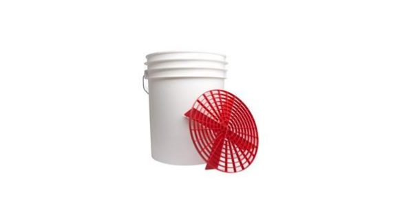 5 Gallon Wash Bucket and Grit Guard